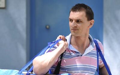 Slovenští mafiáni z 90. let buď skončili zavraždění, nebo si odpykávají svůj trest. Karol Mello ale žije na Belize