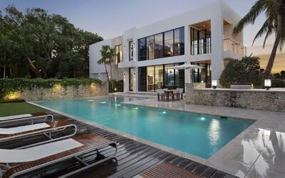 Slunná Florida jako na dlani ze sídla, kterému nechybí 27 metrů dlouhý bazén nebo vlastní přístav pro jachtu