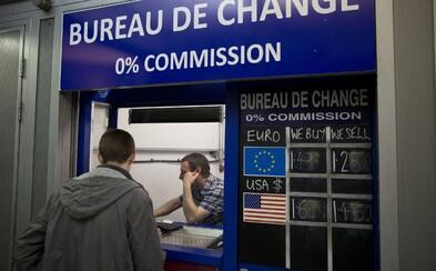 Směnárny nabízející nevýhodné kurzy to budou mít těžší. Podvedení lidé budou moci do dvou hodin transakci vrátit