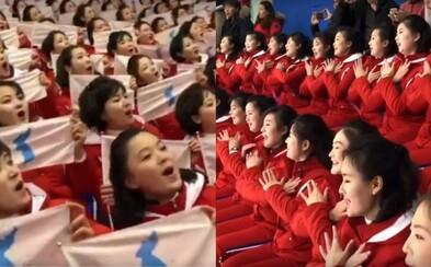Smutná pravda o severokórejských roztlieskavačkách. Cez deň fandia, večer sú z nich sexuálne otrokyne