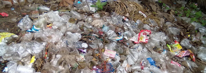 Smutná realita. Ostrovy plastu nie sú len v oceánoch, ale aj na slovenskej rieke Bodva, ktorá je miestami v katastrofickom stave