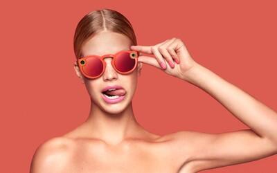Snapchat mění název a představuje první kousek hardwaru. Místo mobilu můžeš používat sluneční brýle