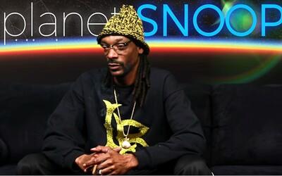 Snoop Dogg vyslechl fanoušky a nahrál úvodní díl svého seriálu. Komentuje v něm souboj veverky s hadem