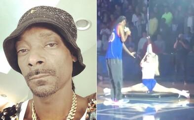 Snoop Dogg vystupoval na univerzitě, přivezl si tanečnice i zbraň na stodolarovky. Škola se musela veřejně omluvit rodičům