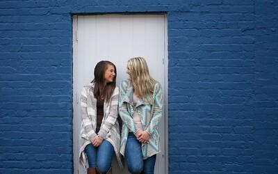 Sociální média otupují schopnost dospívajících určit, kdo je hoden jejich důvěry a kdo ne