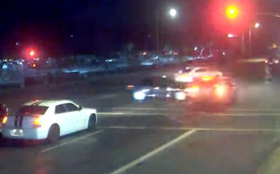 Šoférka náhodou vbehla do cesty Jeepu, ktorý šiel cez cestu vysokou rýchlosťou na červenú. Zachránila tak život celej rodiny