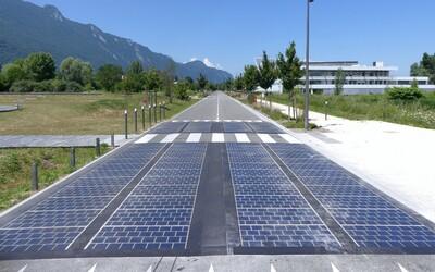 Solární silnice budoucnosti selhala na plné čáře. Zničila se kvůli autům i počasí