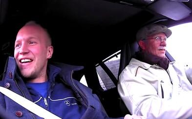 Solberg sa zahral na 82-ročného starčeka, ktorý za volantom Mercedesu prekvapil zamestnancov servisu