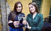 Someliérky Dominika a Kristína Kupcové: Muži nás podceňujú, tvária sa, že čo môžeme ako mladé baby vedieť o víne