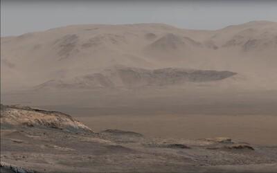 Sonda Curiosity poslala z Marsu zatiaľ najdetailnejšiu panorámu. Je zložená z vyše 1 000 fotografií