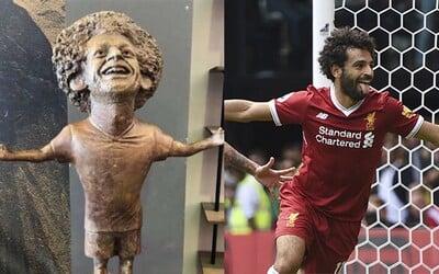 Soše Mohameda Salaha se směje celý internet. Přirovnávají ji ke Cristianu Ronaldovi z minulého roku