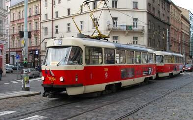 Soud osvobodil mladíky, kteří měli loni napadnout černocha v tramvaji