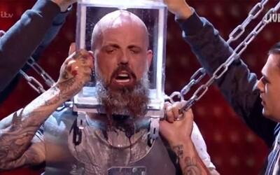 Soutěžící britské talentové show se skoro utopil na pódiu