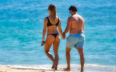 Španělé kvůli koronaviru postříkali pláže bělidlem. Zabili tím místní ekosystém, tvrdí ochranáři