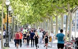 Španieli po takmer 50 dňoch vyšli z karantény von športovať. Verejné miesta sú preplnené