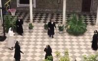 Španielske mníšky sa v karanténe zabávajú po svojom. Video ich zachytáva na basketbalovom ihrisku