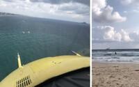 Španielski dovolenkári nakrútili padajúcu stíhačku. Pilot neprežil