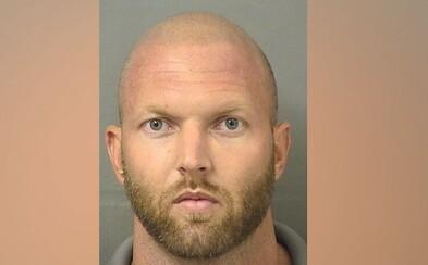 Špehoval dvojicu cez okno, keď mali sex. Keď zvrhlíka chytili, muž ho dobil na smrť
