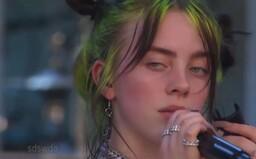 Zpěvačka Billie Eilish během koncertu vybuchla smíchy, když fanynka reagovala na text skladby