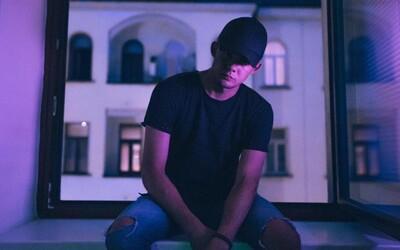Spevák a raper Calin z Comebackgangu predstavuje novinku MED, na ktorej dokazuje svoje hudobnícke schopnosti