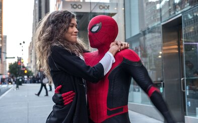 Spider-Man: Far From Home je podle kritiků zábavnou jízdou s obrovskými překvapeními pro svět MCU