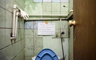 Špína, bordel, plísně a staré zařízení. Život na ruských kolejích není zrovna nejlákavější
