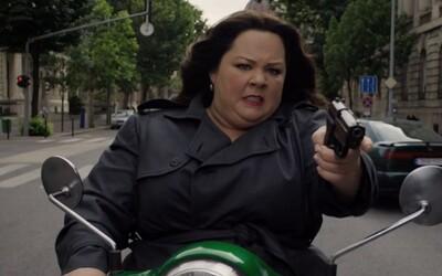 Špiónka Melissa McCarthy zachraňuje svet v novom traileri komédie Spy