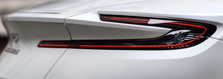 Spolupráca značiek Aston Martin a AMG prináša prvé ovocie. Pôvabná DB11-ka dostala nemeckú V8-čku