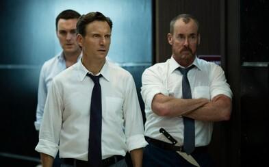 Spolupracovníci z kancelárie zvažujú vraždu svojich kolegov v prvom klipe z krvavého a sadistického hororu The Belko Experiment