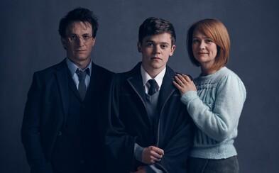 Spoznajte dospelého Harryho Pottera, Ginny a ich syna Albusa na prvej fotke z divadelného pokračovania ságy