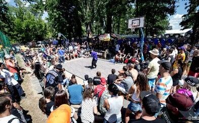Sprievodný program Hip Hop Žije ponúkne najväčší graffiti jam aj streetdance súťaž. Môžeš si dať spraviť grillz a ostrihať sa u barbera