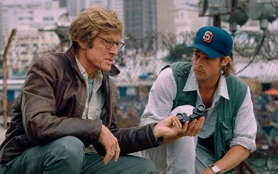 Spy Game s Robertom Redfordom a Bradom Pittom je skvelým špionážnym thrillerom, akých už dnes veľa nenájdeš