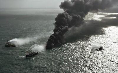 Srí Lanka se topí v plastu: Pobřeží zaplavují tuny odpadu z hořící lodi