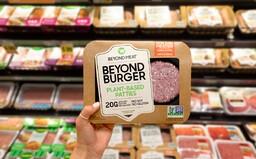 Srovnání veganské nabídky českých supermarketů. Nejlépe si vede Globus, v Penny není ani základ