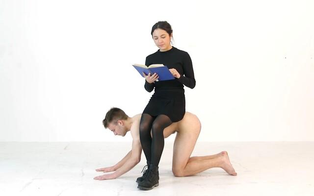 Staneš sa kreslom či živou toaletou. Čo nám o tejto praktike povedal člen BDSM komunity?