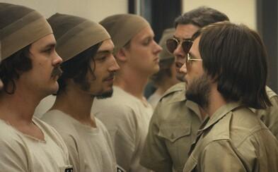 Stanfordský väzenský experiment ožíva v traileri veľkého festivalového hitu