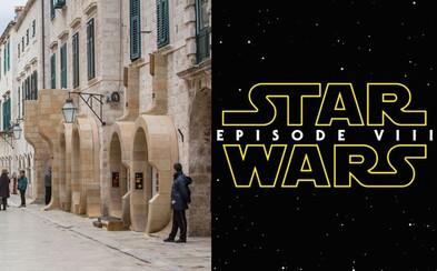Star Wars univerzum privíta homosexuálnu postavu a epizóda VIII odhaľuje prvé fotografie z pľacu