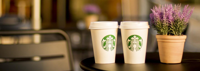 Starbucks odstraňuje plastové slamky zo všetkých prevádzok. Do roku 2020 by ich mala nahradiť biologicky udržateľná alternatíva