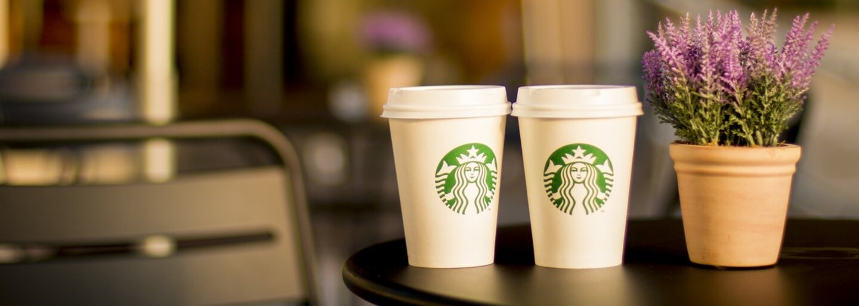 Starbucks otvoril svoju najväčšiu kaviareň na svete. Je veľká ako polovica futbalového štadióna