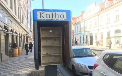 Staré telefonní budky v Praze se přetvořily v Knihobudky. Každý sem může přinést nebo si vzít jakoukoli knihu