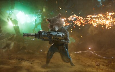 Star-Lordovi je v novej ukážke Strážcov galaxie 2 pod vankúš prisľúbený obrovský Draxov exkrement