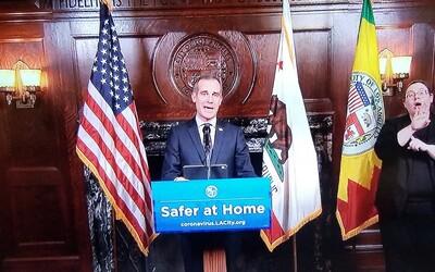 Starosta LA: Snížíme rozpočet policie o 250 milionů dolarů ročně, investujeme je do rozvoje nebělošských komunit