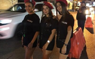 Starosta na léto najal mladé policistky v kraťasech. Do města v Libanonu chce přilákat turisty