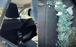 Starostovi obce pri Bratislave rozbili okná na aute. Dôvodom má byť to, že nedovolil developerovi stavať