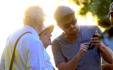 Starší pár nemal ani tušenia, že im s orientáciou v New Yorku pomáha samotný Leonardo DiCaprio. Herec sa nezvyčajnému stretnutiu určite potešil