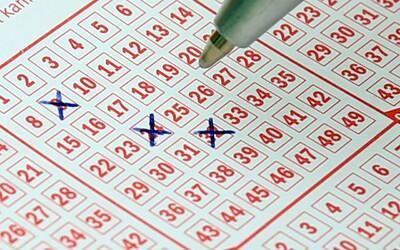 Šťastlivec vyhrál v loterii téměř 15 milionů dolarů, zapomněl si je ale převzít. Částku musel přerozdělit stát