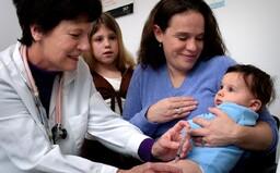 Stát chce odškodňovat rodiče, jejichž dítě zemře po očkování