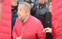 Štefan Harabin nepustil políciu cez vchodové dvere, chceli mu doručiť obvinenie za protesty