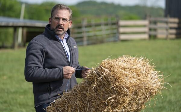 Steve Carell se z farmáře pokusí udělat starostu ve Wisconsinu. Sleduj vtipný trailer komedie Irresistible