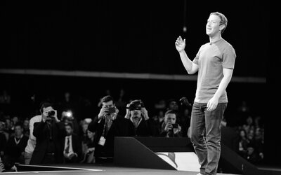 Steve Jobs a aj Mark Zuckerberg. Prečo niektoré známe osobnosti nosia každý jeden deň rovnaké oblečenie?